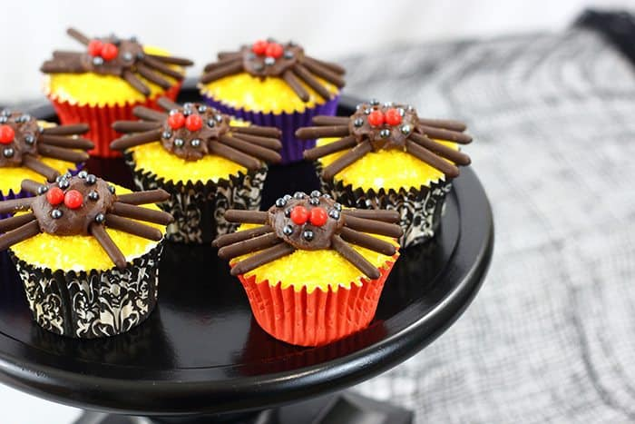 Cute and Spooky Spider Halloween Cupcakes