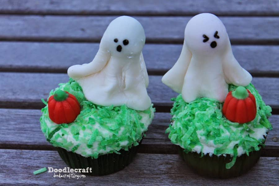 Doodlecraft - Pumpkin Patch Ghost Halloween Cupcakes